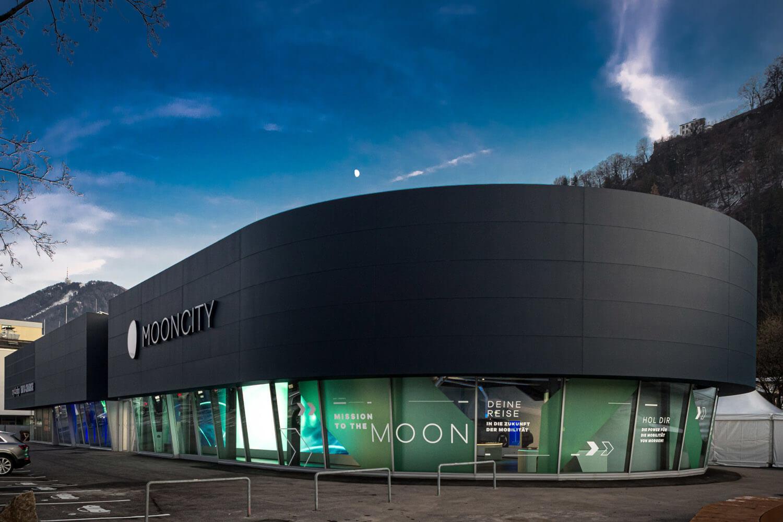 MOONCITY in Salzburg - Gebäude von außen